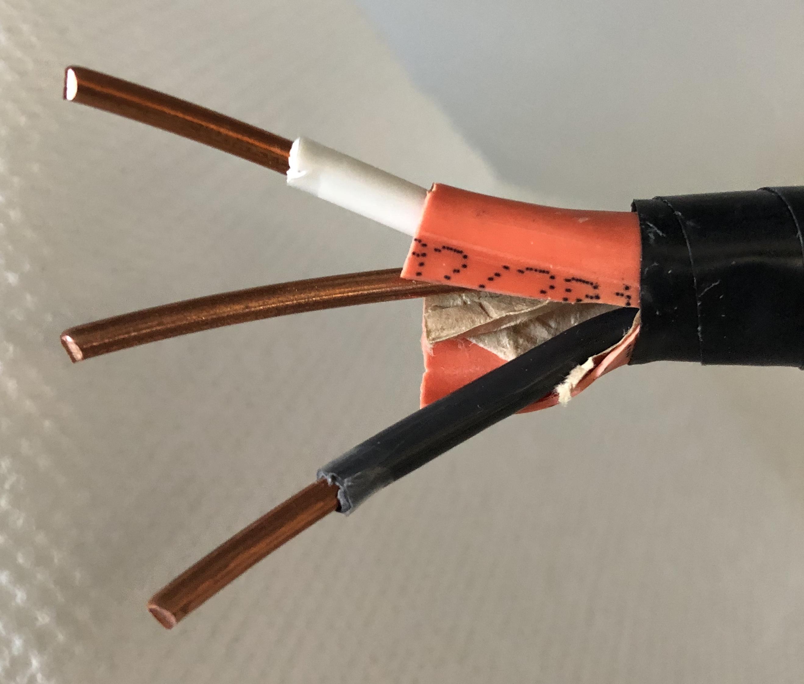 Ground-live-neutral wires